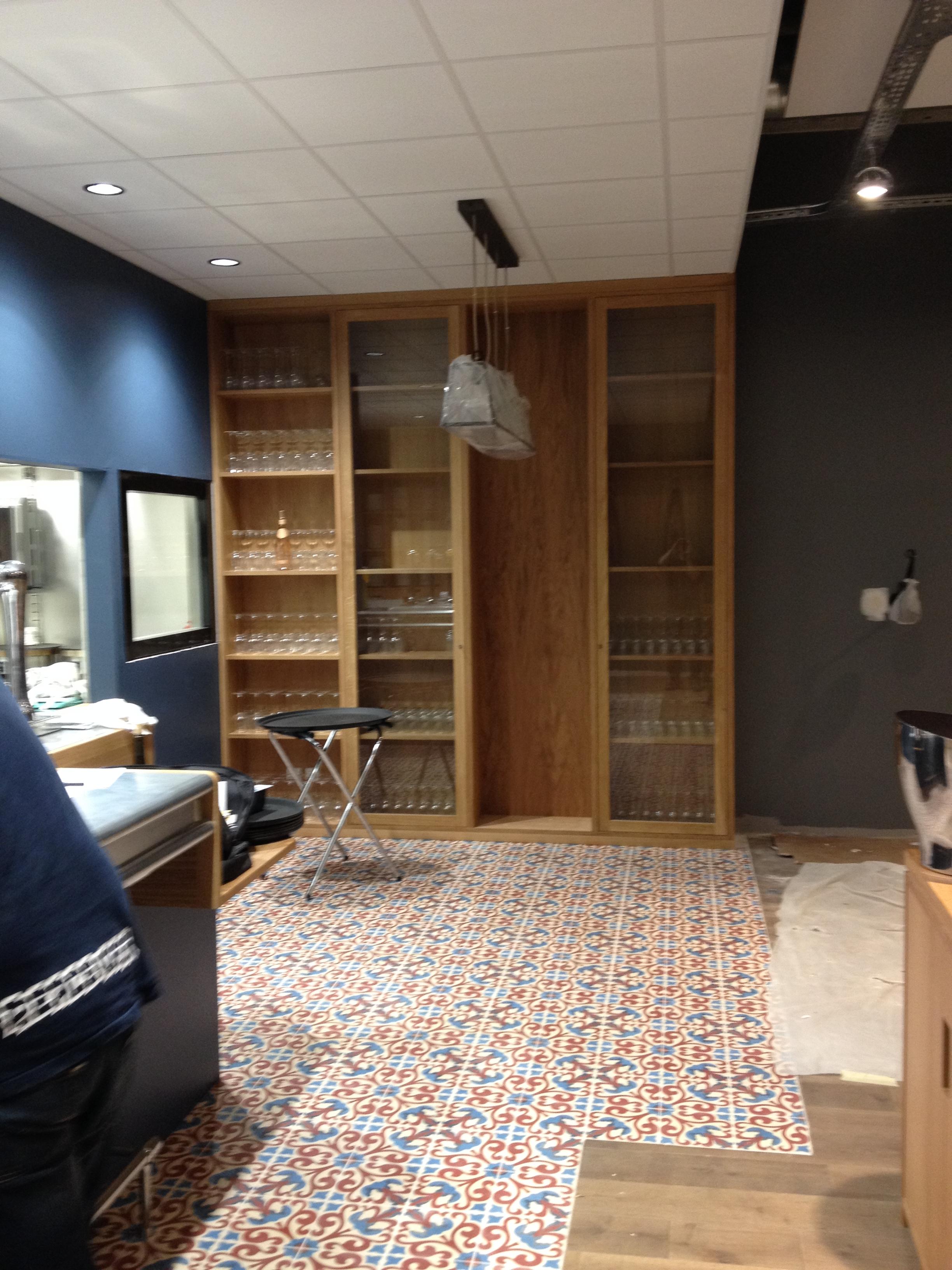 fabrication de mobilier pour une brasserie r alisation meubles detallante fabricant de. Black Bedroom Furniture Sets. Home Design Ideas